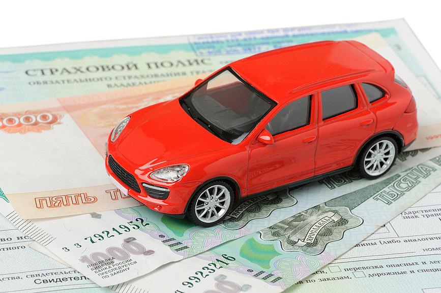 Красный авто на полисе Осаго